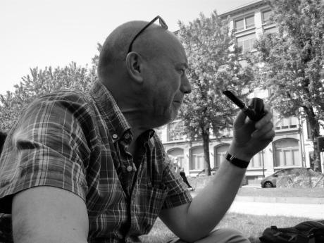 Georges Timmerman, voormalig onderzoeksjournalist bij De Morgen, twijfelt tussen lachen en huilen als hij gemeende woorden van lof hoort over zijn kunnen.