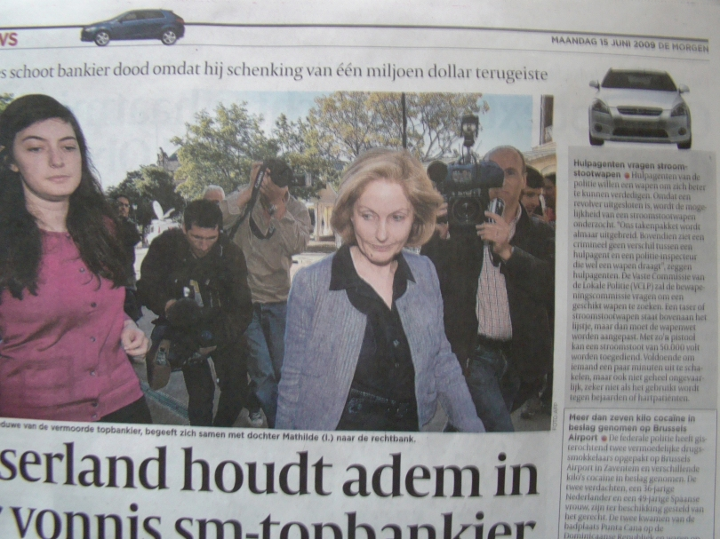 Met de vierwieler in de balk bovenaan op de pagina zou je denken dat zij de automobielsector behandelt. Quod non: het grote artikel betreft de een of andere moorddadige sm-minnares.