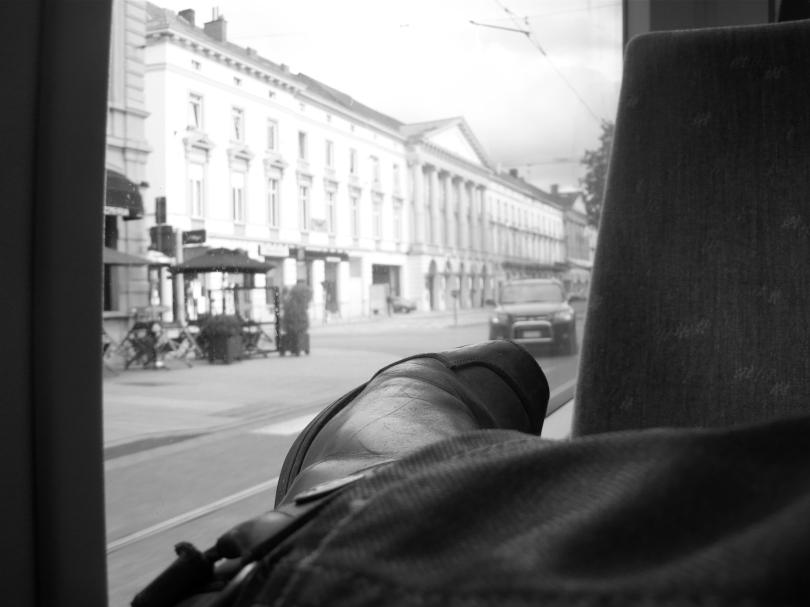 Zicht op de Capitole vanuit de tram, met op de voorgrond een Sendra Boot van ondergetekende. Filmisch.
