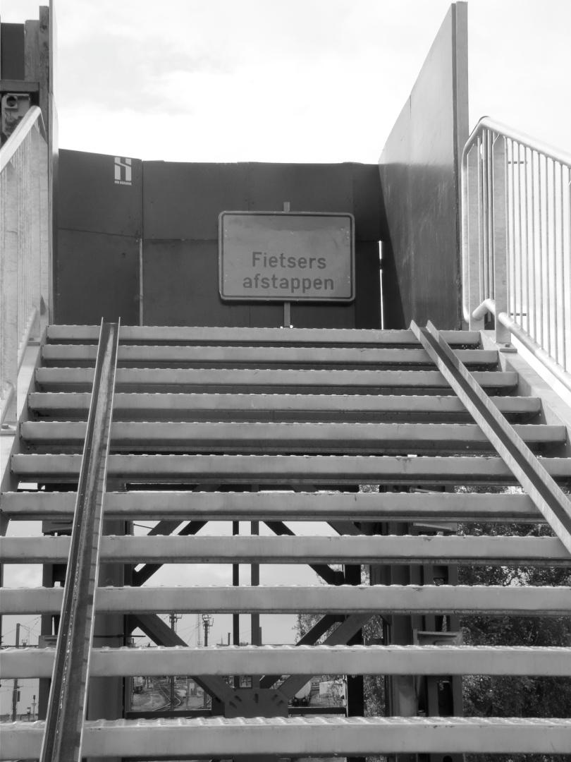 Van de Mellenaars wordt tegenwoordig veel verwacht: niet alleen dat ze een trap op fietsen, maar dat ze ook nog eens afstappen als ze boven aangekomen zijn.