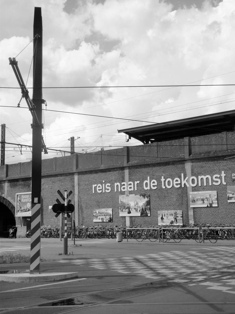 De achterkant van het Sint-Pietersstation is een imperatief die getuigt van futurisme.