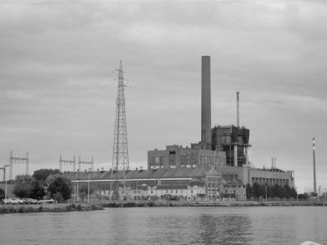 De elektriciteitscentrale van Langerbrugge, thans uitgebaat door Electrabel, is een indrukwekkend specimen van het Gentse industriële patrimonium.