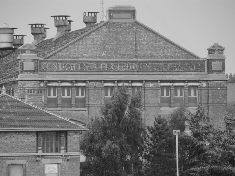 Een close-up van de elektriciteitscentrale van Langerbrugge toont aan dat elektriek vroeger uitsluitend voor Franstalige burgers weggelegd was.