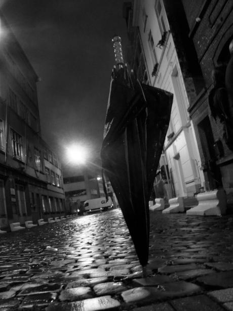 Tussen twee regenbuien door bewijzen de Gentse kasseien hun praktisch nut.