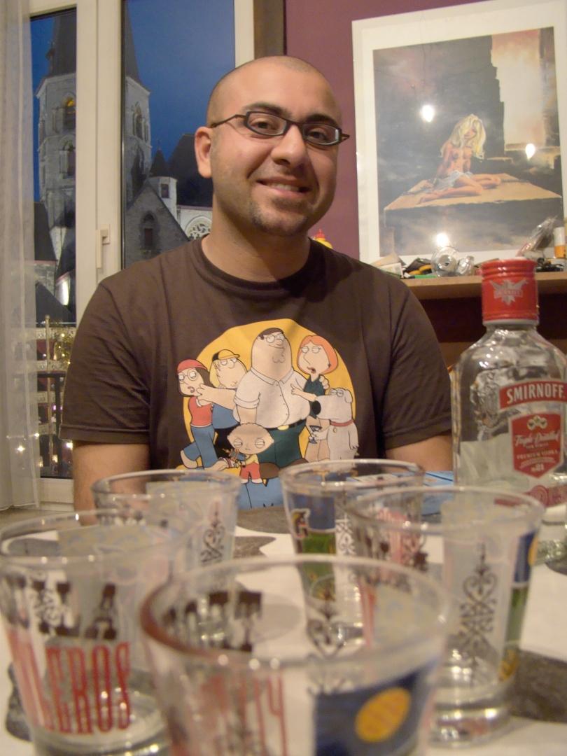 M'n maat Nima, een Kortrijkzaan van Perzische komaf, vrolijkt het aperitief op met een paar shotjes vodka. Even later wordt er spontaan geklonken op het idee van een Indo-Europese Unie.