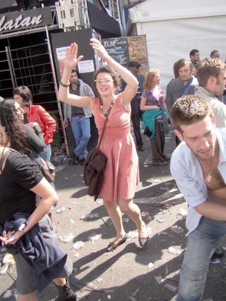 De Vlasmarkt-dj's hebben hun platencollectie allang aan de wilgen gehangen, maar mensen blijven voort dansen op het ritme van hun eigen handgeklap.