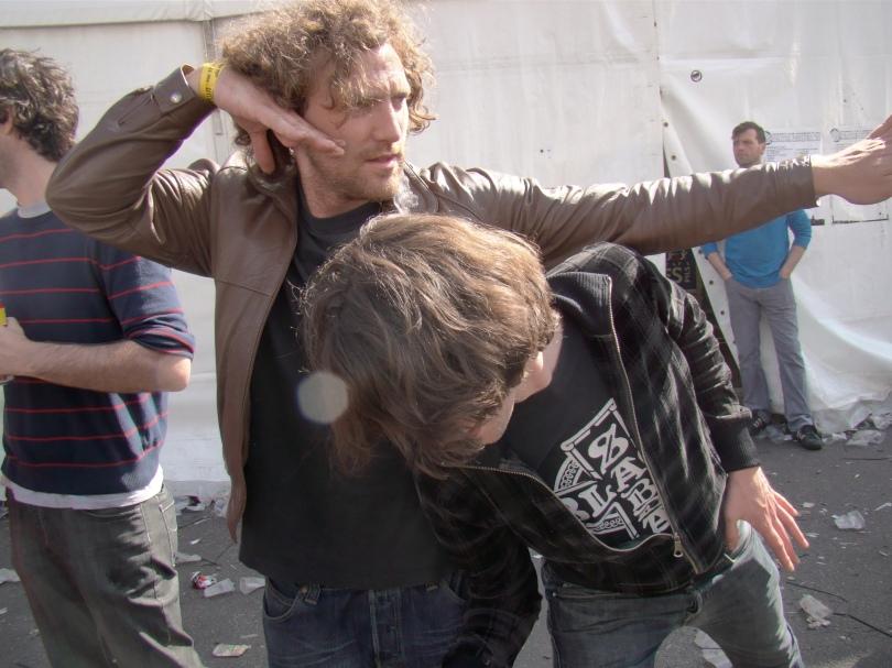 """Twee palingvissers uit Overmere beelden hun prooi uit. """"De beste paling vang je bij ons in het Donkmeer."""" Allen daarheen!"""