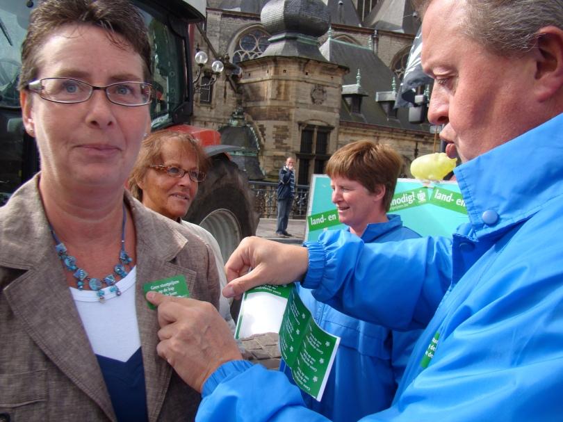 Boerenbondvoorzitter Piet Vanthemsche vermijdt dat onschuldige consumenten doorboord worden door roestige rieken.