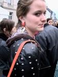 Met ijzeren pinnen op hun leren jas wapenen jongedames zich tegen ongevraagde mannelijke aandacht.
