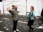 Een vrolijk wederzien op een bijkans verlaten Vlasmarkt. Eindelijk is er ruimte voor epische gebarentaal.