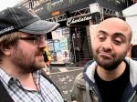 Twee charlatans voeren een hoogoplopende discussie over placebomiddeltjes in de kwakzalversector.