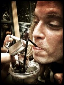 De Gentse Feesten zijn een dodelijke cocktail van Irish coffee, nicotine en zonnebrillen.