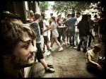 Al wie zich nog enigszins recht kan houden, verzamelt bij Sint-Jacobs voor de dagelijkse afterparty.
