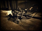 Een typisch beeld op de Gentse Feesten: twee oude vélo's die liggen te neuken in de goot.