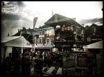 De hemel klaart weer op boven de Vlasmarkt. Het feest gaat gewoon door na de regen.