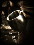 Een man trotseert de Gentse Feesten met zijn persoonlijke, dubbelwandige beker. 'Ideaal voor Irish coffee.'