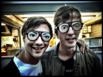 Met de juiste bril kunnen bekende rocksterren volkomen incognito over de Vlasmarkt dwalen.