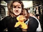 Adrien Cocquyt troost een sfeerbeheerder die per ongelijk zijn hand in de poep van een pop heeft gestoken.